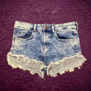 🌹Forever 21 | Acid Wash Denim Cutoff Shorts